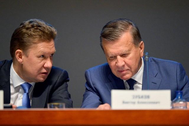 А. Б. МИЛЛЕР и В. А. ЗУБКОВ (слева направо) на пресс-конференции.